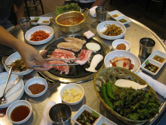 vi-sao-nguoi-han-quoc-lai-thich-an-thit-samgyeopsal-duhochanquochalo