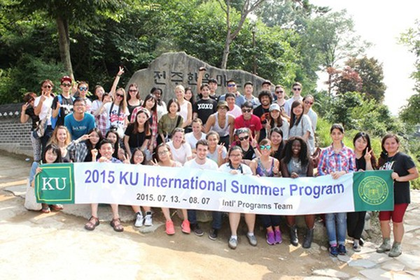 Du học sinh Hàn quốc tham gia các hoạt động ngoại khoá
